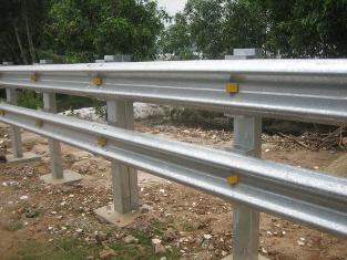Lan can mạ kẽm cầu đường